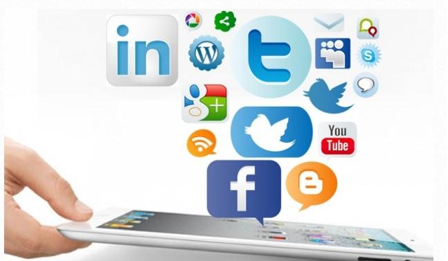Marta Peirano: «Las redes sociales están diseñadas para generar 'loops' de dopamina»